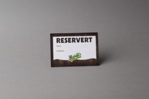 Bordkort med reservasjonsfelt. Foto.