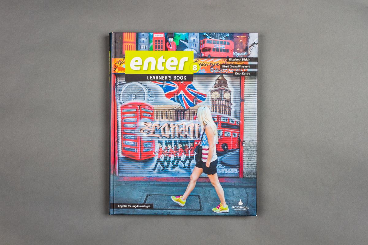 Forsiden til en engelskbok for ungdomstrinnet. 8.klasse. Foto.