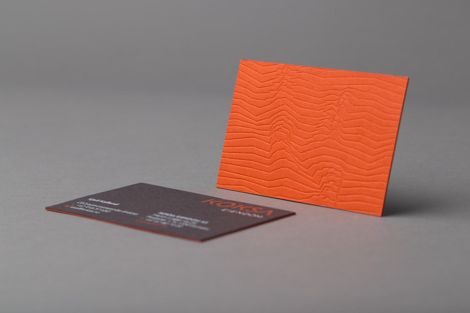 Visittkort med to ulike papirtyper
