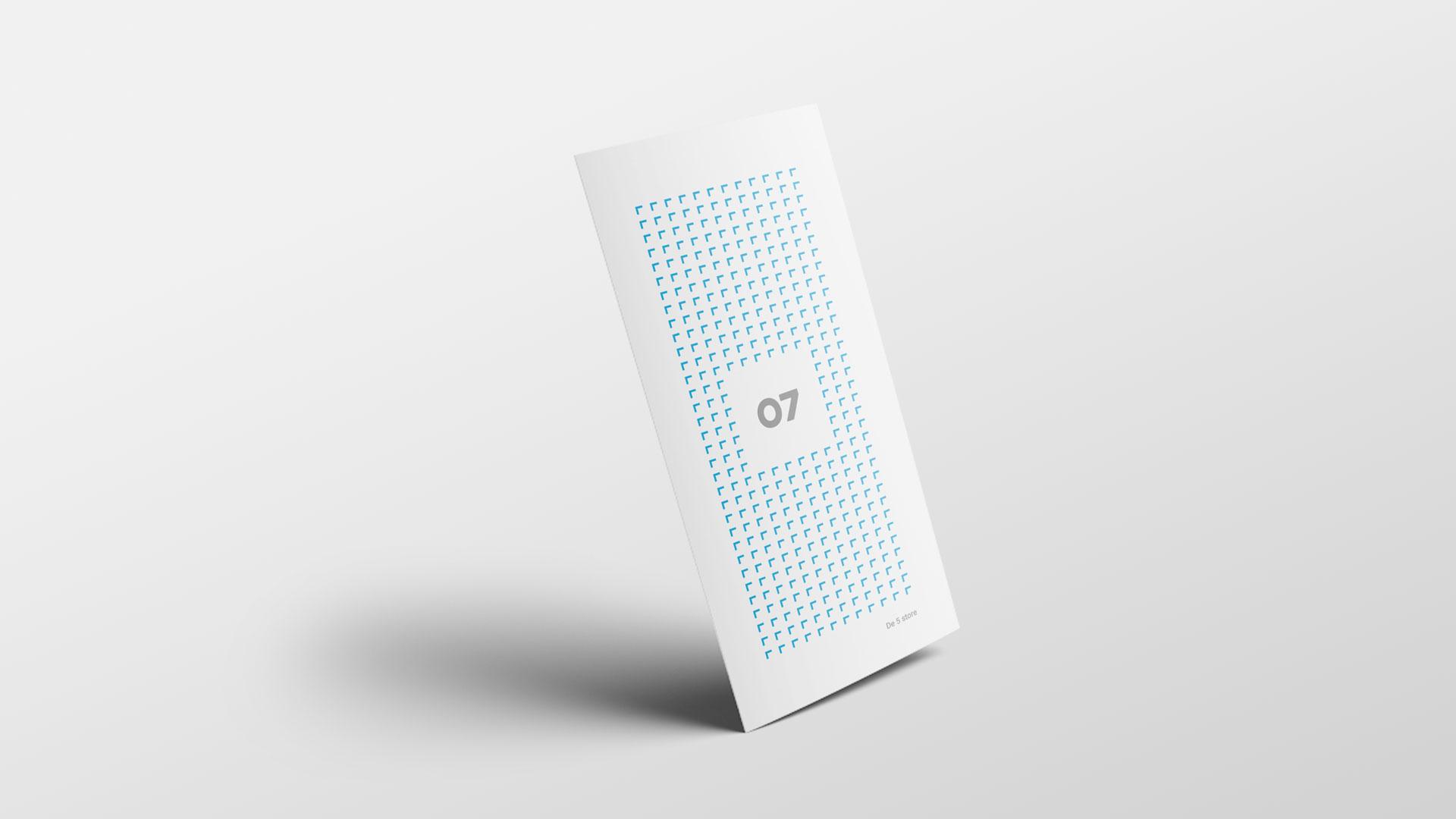 En stående brosjyre med 07 sitt design. Illustrasjonsbilde.