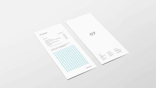 Tosidig meny som er laget med 07 Media sin layout. Illustrasjonsbilde.